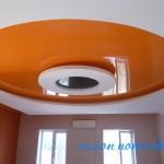 Натяжные потолки гостиная фото