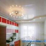 Потолок кухня фото