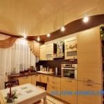 Натяжные потолки на кухню картинки
